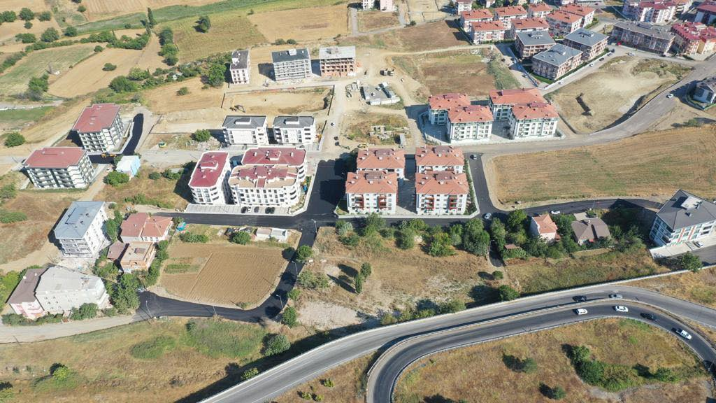 Kumbağ ve Ortacami Mahallelerinde yol çalışmaları sürüyor