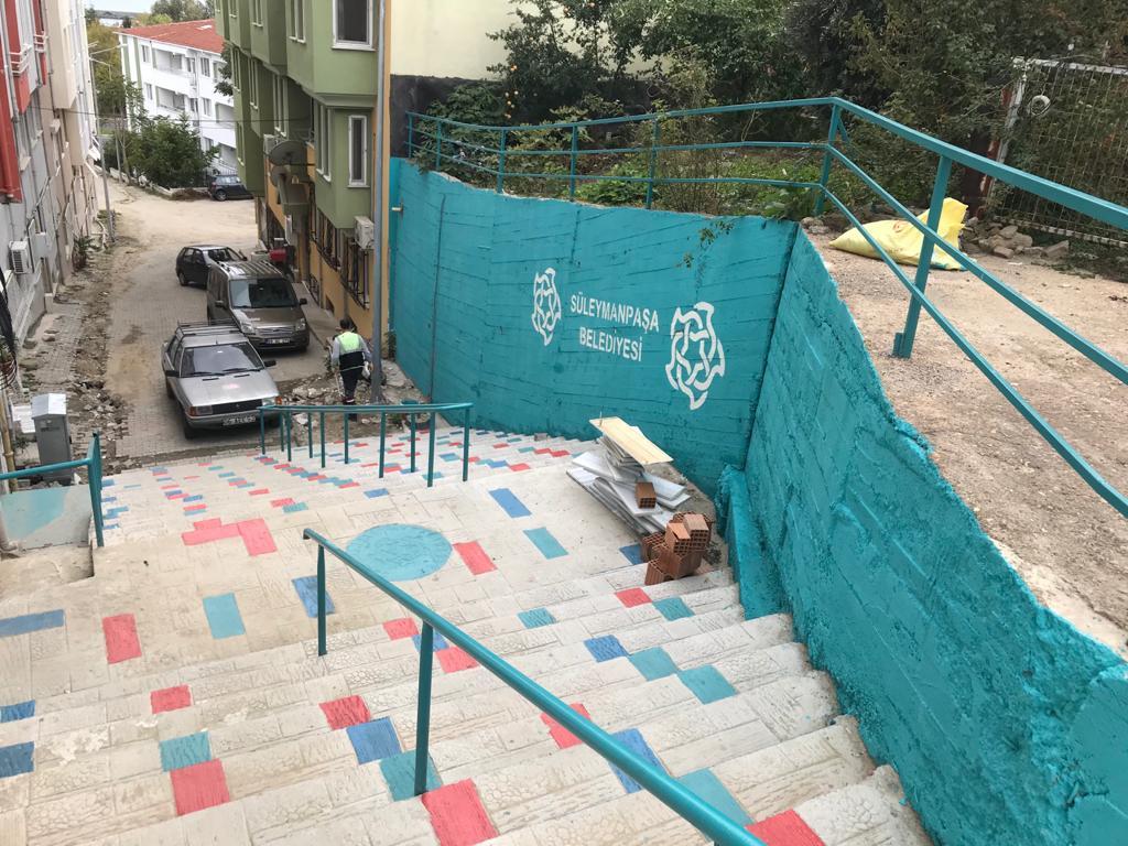 Merdivenler renkleniyor