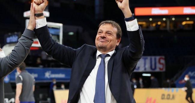 Ergin Ataman, EuroLeague'de yılın koçu seçildi!